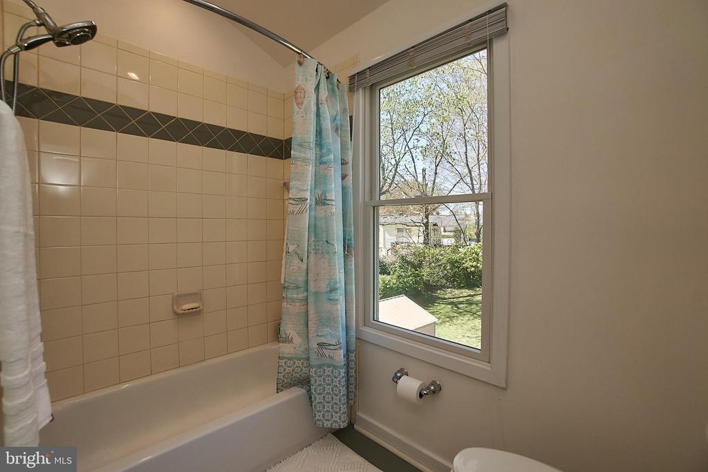 Bathroom - 6100 LEEWOOD DR, ALEXANDRIA