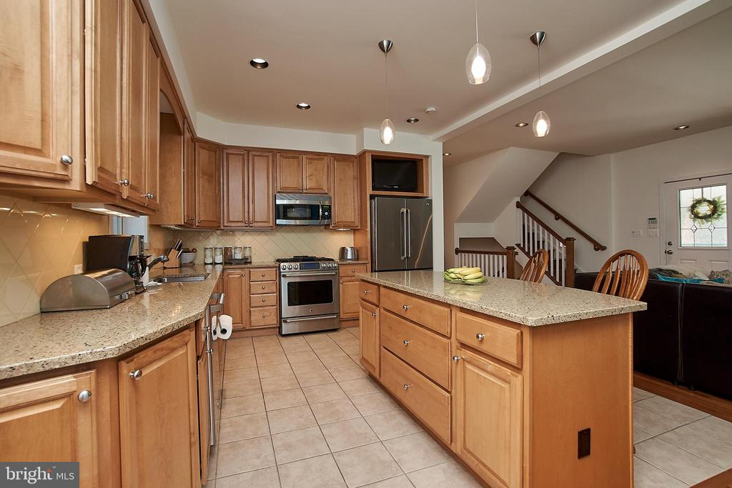 Granite counter tops and ceramic floor - 6100 LEEWOOD DR, ALEXANDRIA