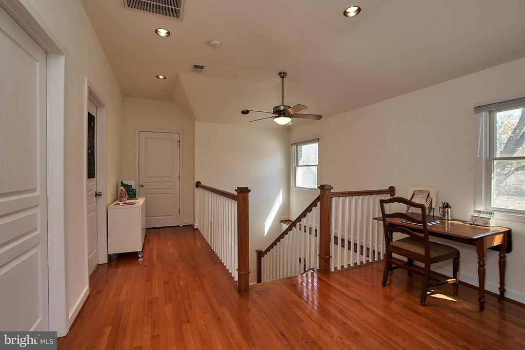 Upper level has a loft for study or reading - 6100 LEEWOOD DR, ALEXANDRIA