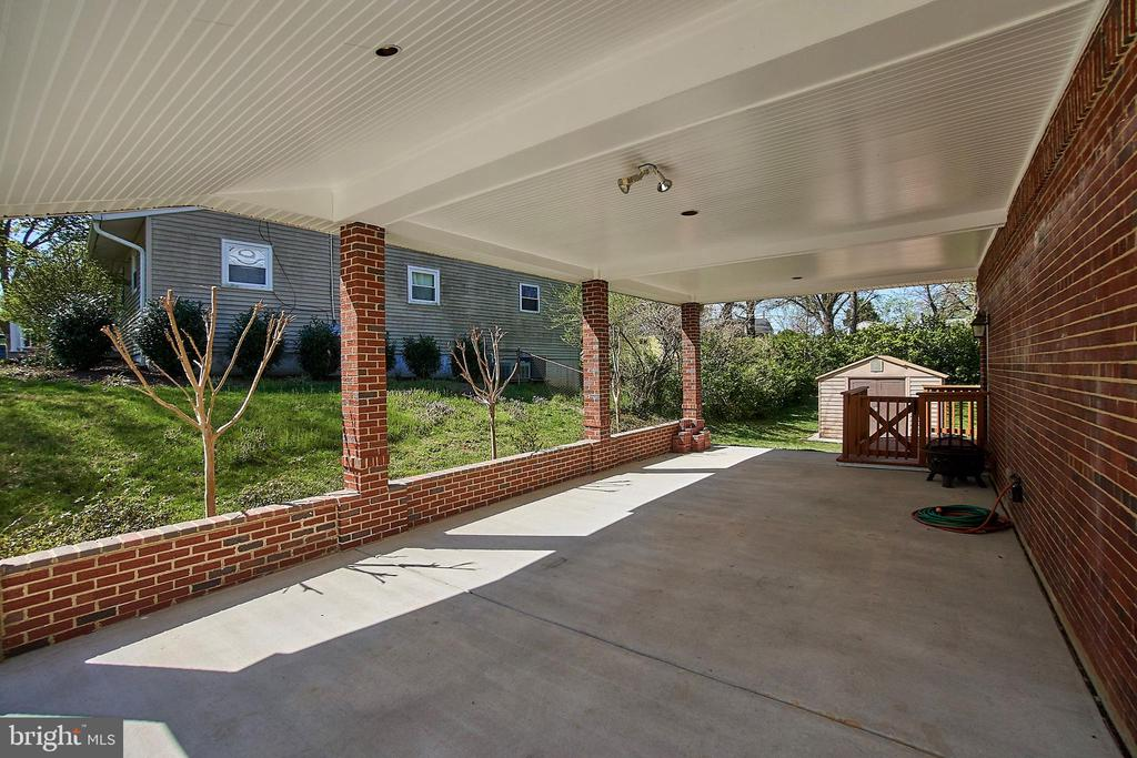 Carport easily holds two cars tandem - 6100 LEEWOOD DR, ALEXANDRIA