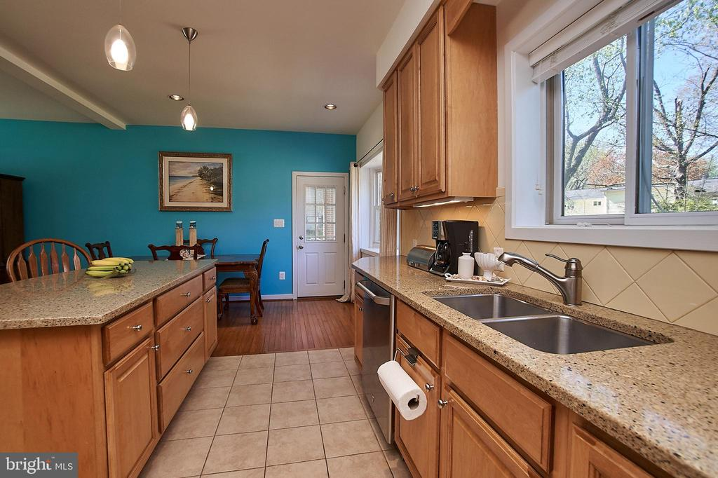 Renovated kitchen - 6100 LEEWOOD DR, ALEXANDRIA