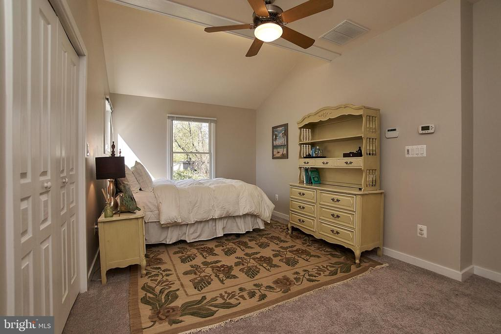 Master bedroom with lighted ceiling fan - 6100 LEEWOOD DR, ALEXANDRIA