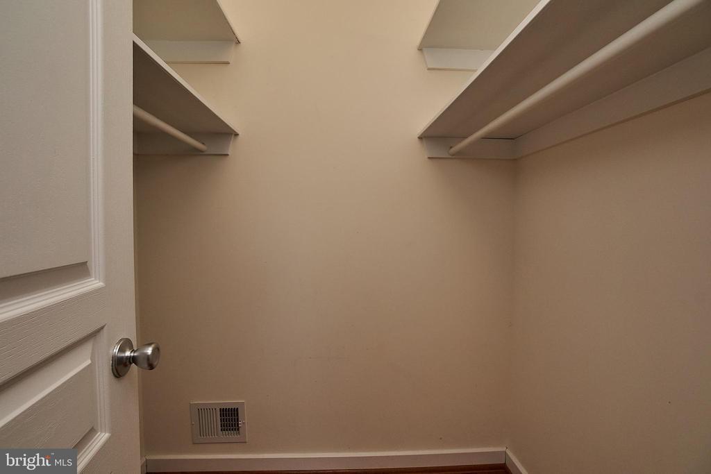 Another walk-in closet - 6100 LEEWOOD DR, ALEXANDRIA