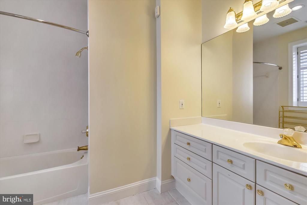 Second bedroom en-suite bathroom - 4600 ELM ST #R-4, CHEVY CHASE