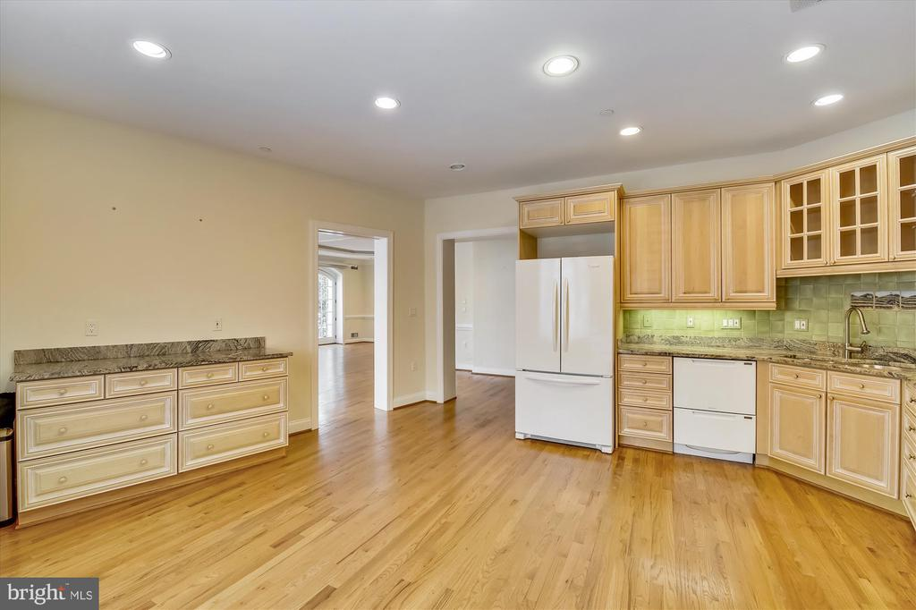 Kitchen - 4600 ELM ST #R-4, CHEVY CHASE
