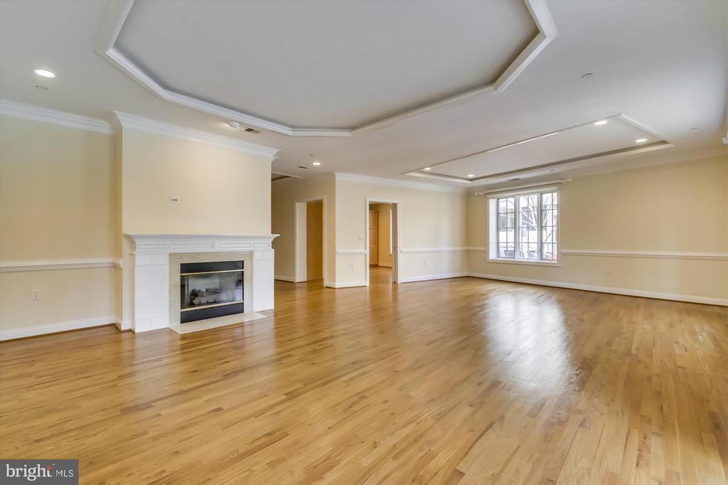 Living room - 4600 ELM ST #R-4, CHEVY CHASE