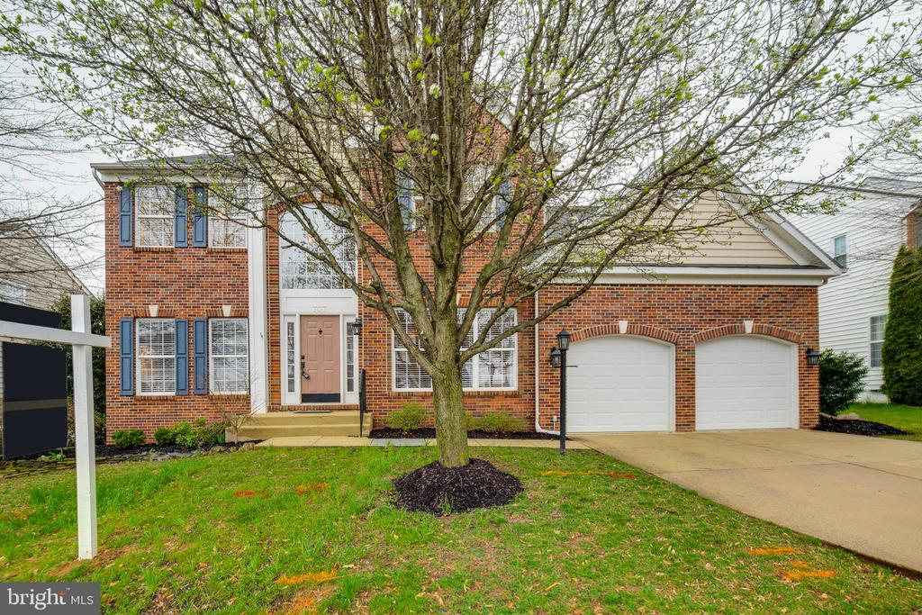Brick Front - 2 Car Garage Beauty - 707 INVERMERE DR NE, LEESBURG