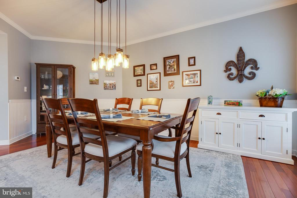 Dining room with Upgraded Lighting/Custom Moldings - 707 INVERMERE DR NE, LEESBURG