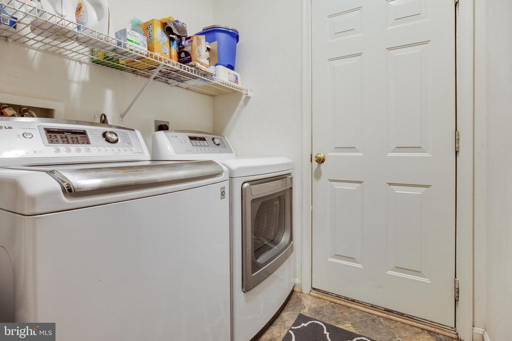 Main Level Laundry/Mud Room - 707 INVERMERE DR NE, LEESBURG