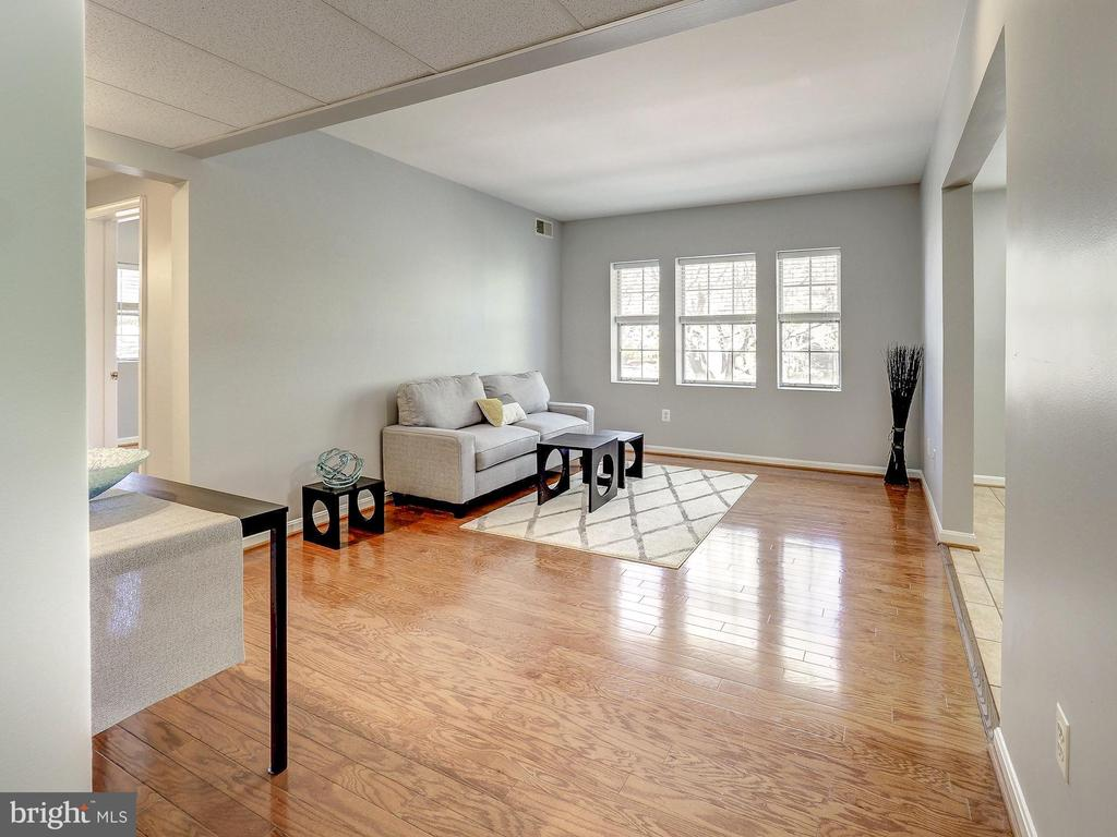 Bright and open top-story condo! - 2011 KEY BLVD #599, ARLINGTON