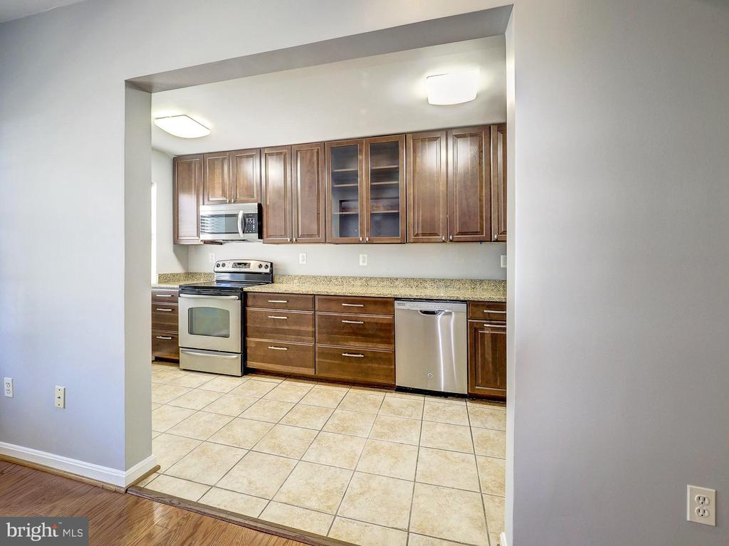 Renovated kitchen! - 2011 KEY BLVD #599, ARLINGTON