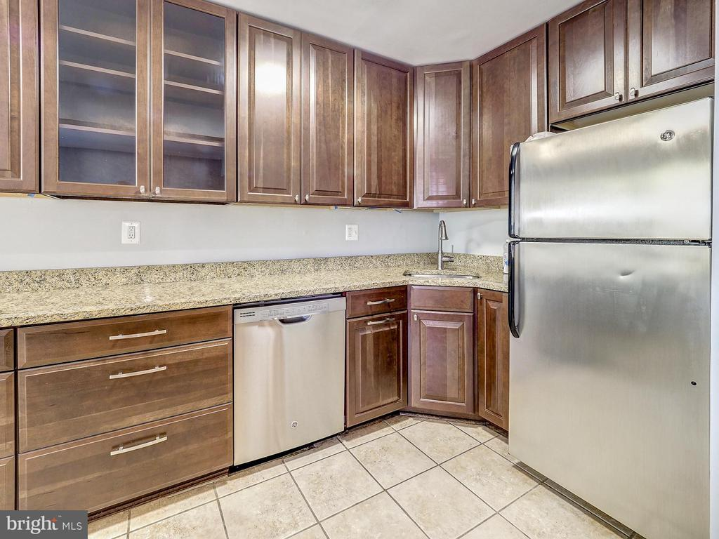 Large kitchen! - 2011 KEY BLVD #599, ARLINGTON