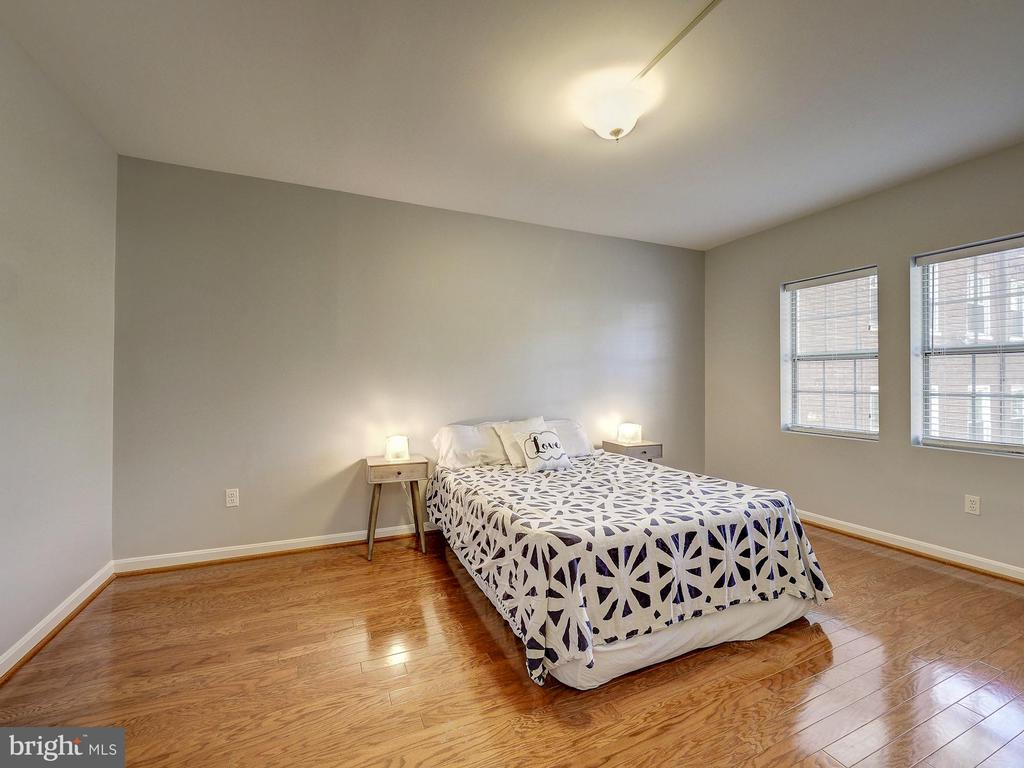 Owner's suite - 2011 KEY BLVD #599, ARLINGTON