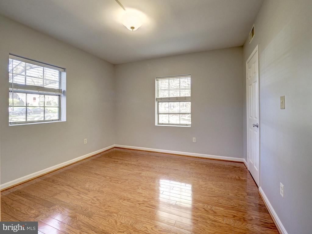 Large second bedroom! - 2011 KEY BLVD #599, ARLINGTON