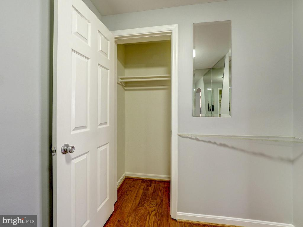 Coat closet in the entrance foyer - 2011 KEY BLVD #599, ARLINGTON
