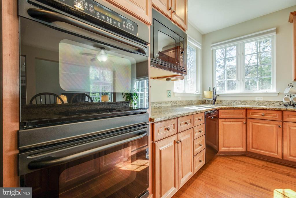 Double ovens - 42771 CONQUEST CIR, BRAMBLETON