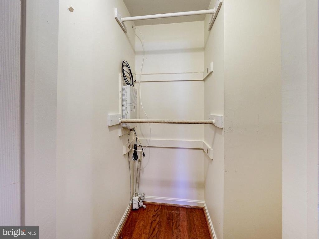 Large walk-in closet in the owner's suite - 2011 KEY BLVD #599, ARLINGTON
