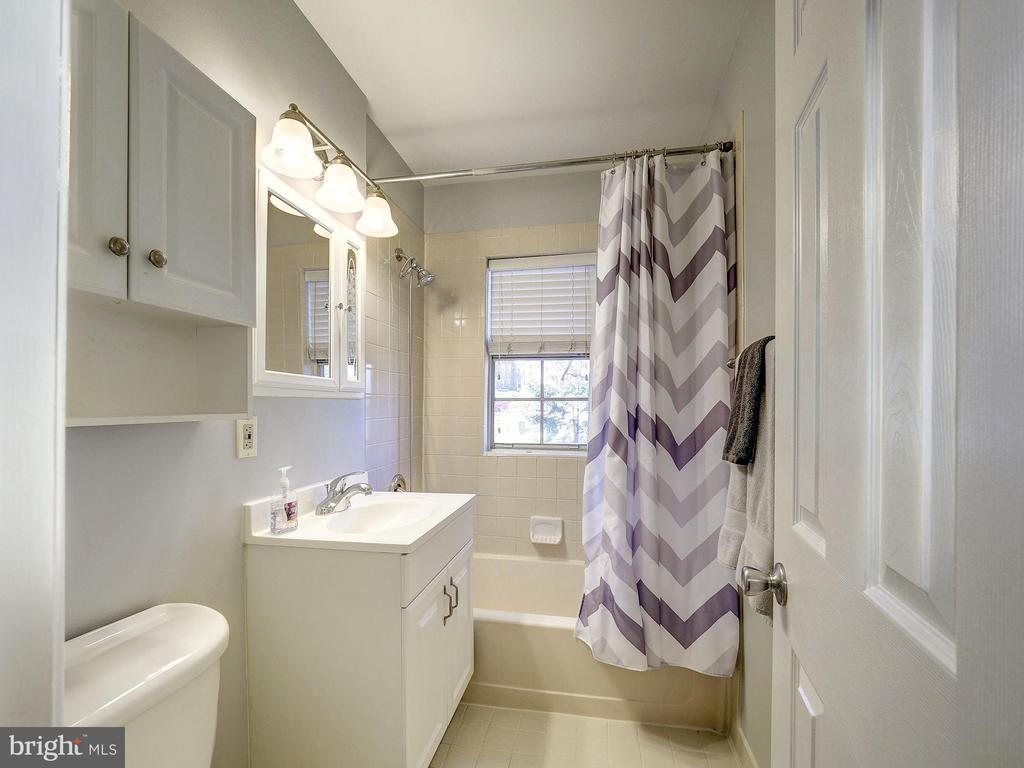Bathroom - 2011 KEY BLVD #599, ARLINGTON