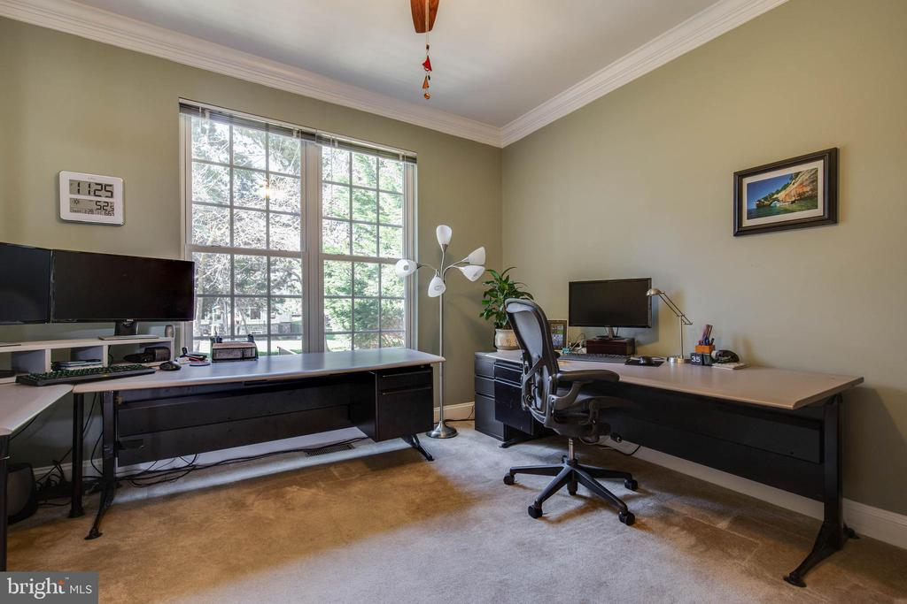 Main level office - 42771 CONQUEST CIR, BRAMBLETON