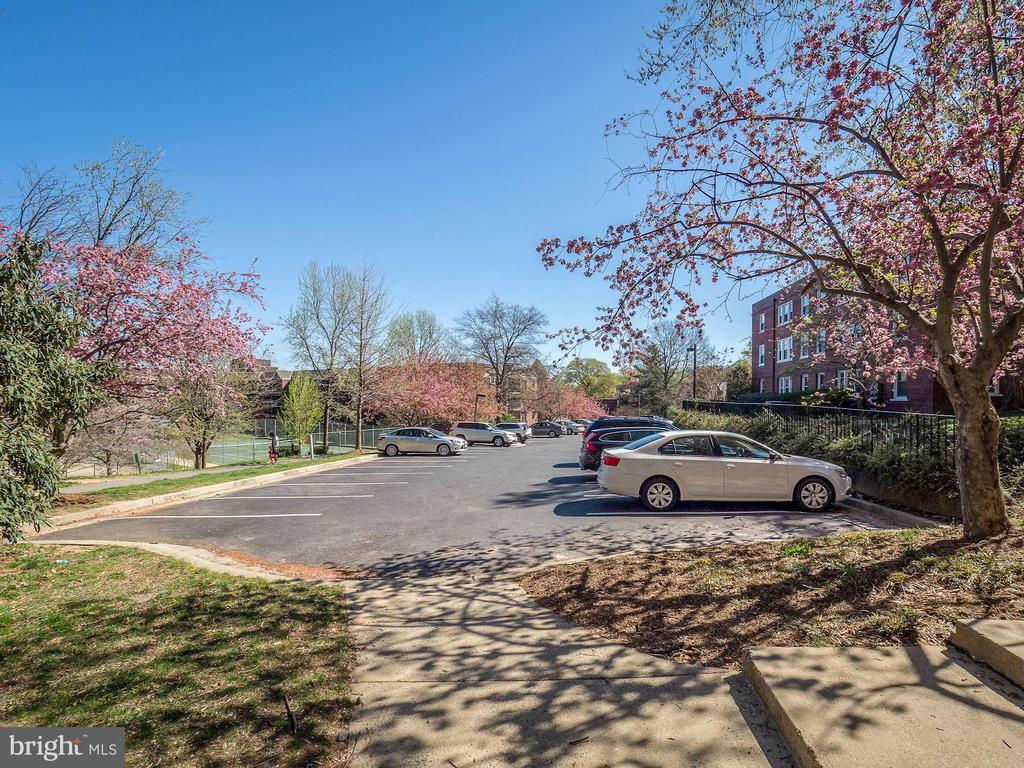 Private parking available - 2011 KEY BLVD #599, ARLINGTON