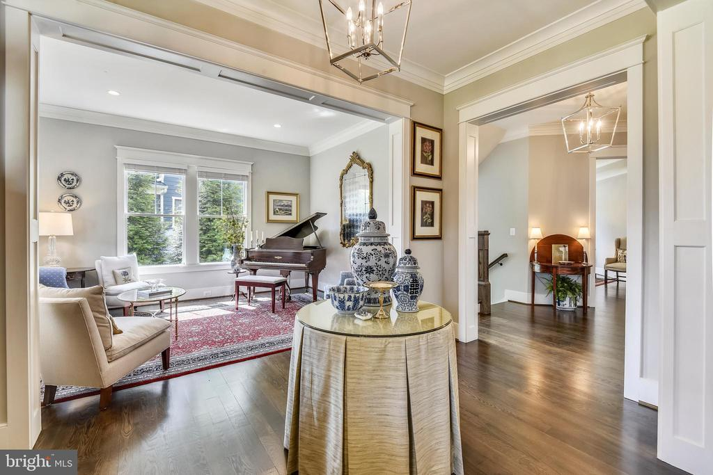 Hardwood floors throughout the maine level - 301 NIBLICK DR SE, VIENNA