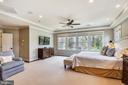 Hardwood floors with custom rug - 301 NIBLICK DR SE, VIENNA
