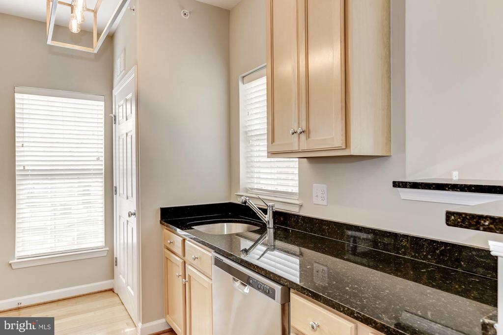 Kitchen - 42446 MAYFLOWER TER #301, BRAMBLETON