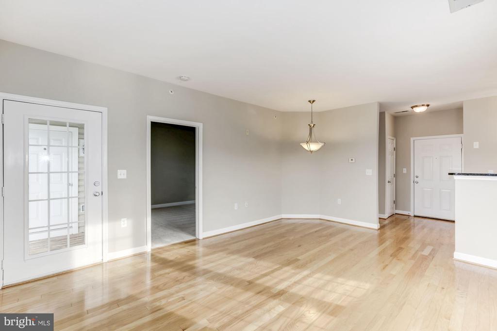 Gleaming Hardwood Floors - 42446 MAYFLOWER TER #301, BRAMBLETON