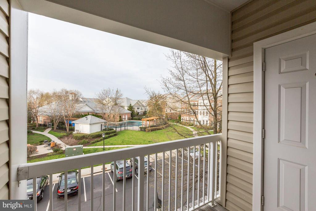 Great View Towards Towncenter - 42446 MAYFLOWER TER #301, BRAMBLETON