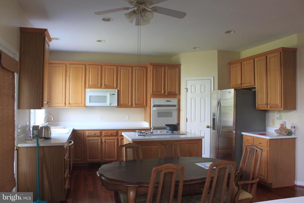 Kitchen - 43212 GOLF VIEW DR, CHANTILLY