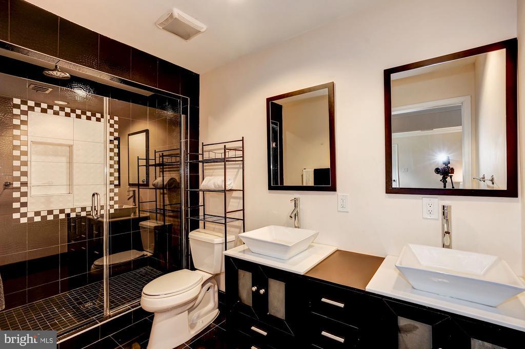 Master Bath! - 4324 FERRY LANDING RD, ALEXANDRIA