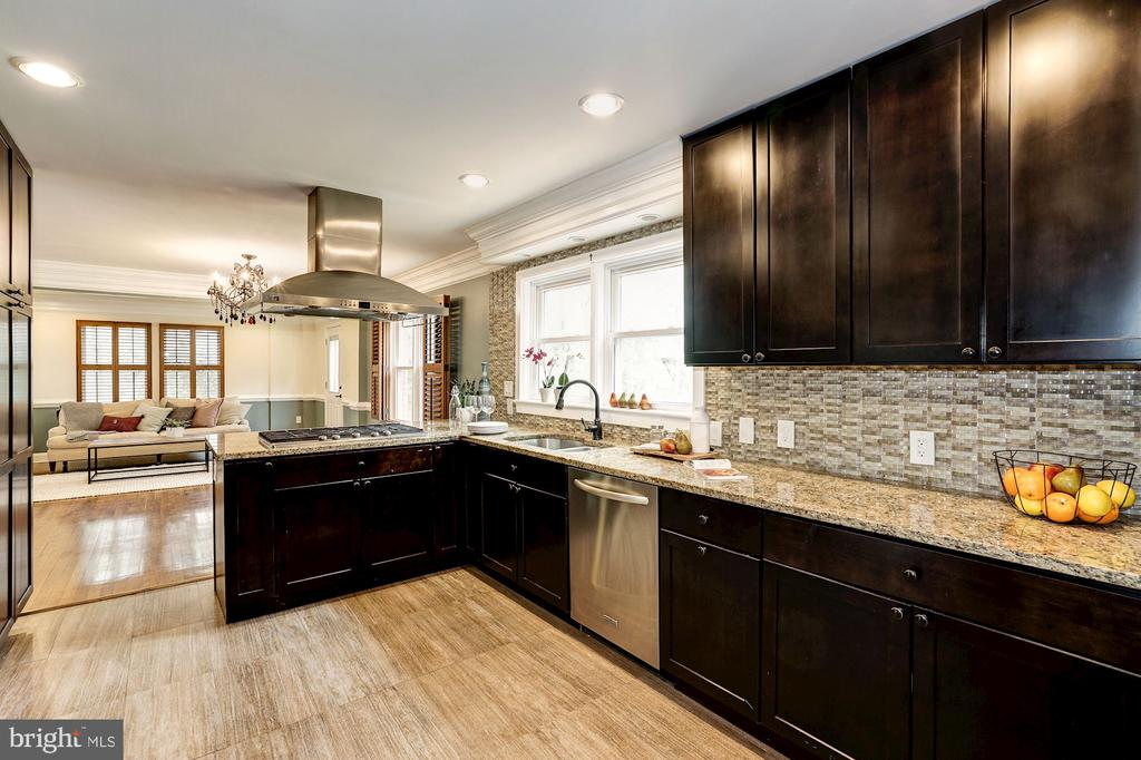 Spacious! Tons of cabinetry! Tons of workspace! - 4324 FERRY LANDING RD, ALEXANDRIA