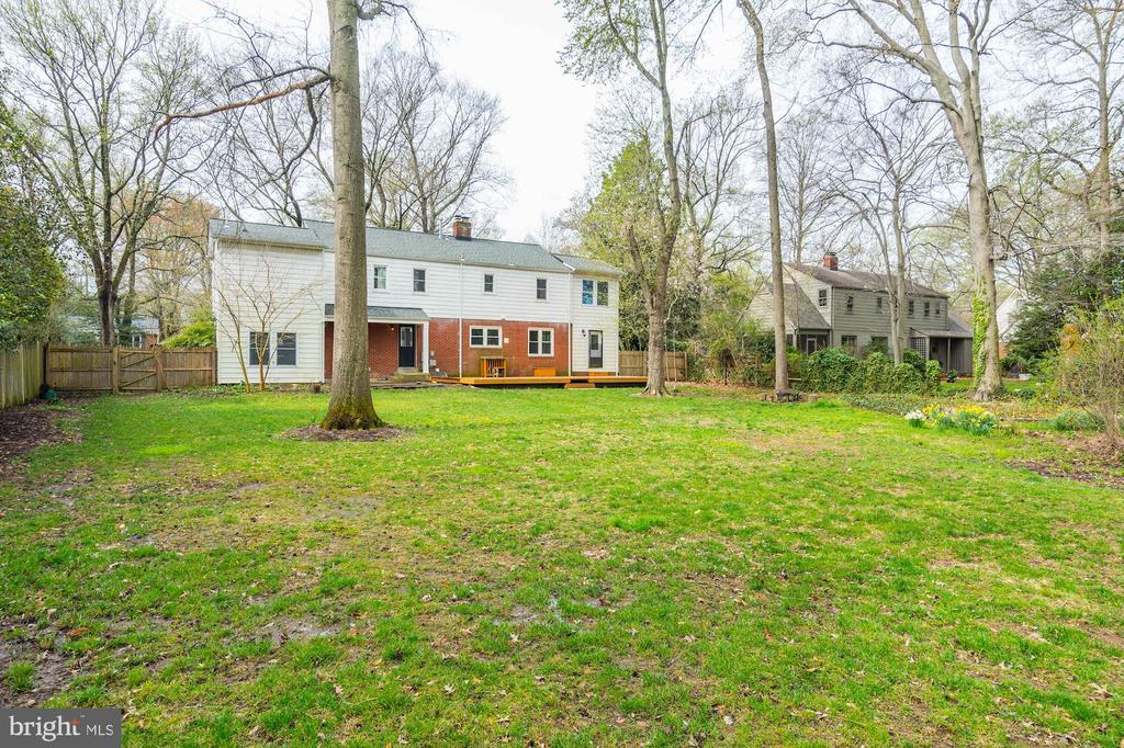 Private retreat in Alexandria's Mt. Vernon Park - 4324 FERRY LANDING RD, ALEXANDRIA