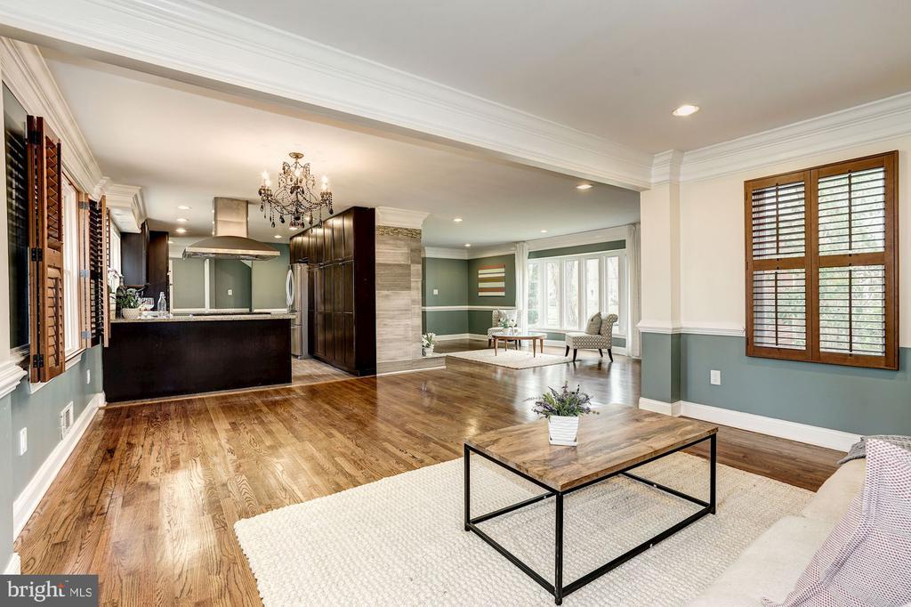 Open floor plan makes entertaining easy! - 4324 FERRY LANDING RD, ALEXANDRIA