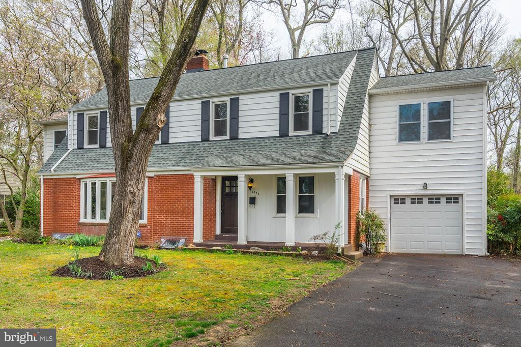 Deceptive from the front... - 4324 FERRY LANDING RD, ALEXANDRIA