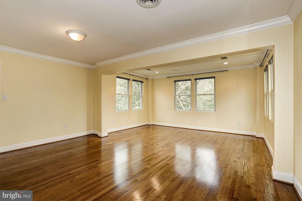 Generous sized upper level room - 4324 FERRY LANDING RD, ALEXANDRIA