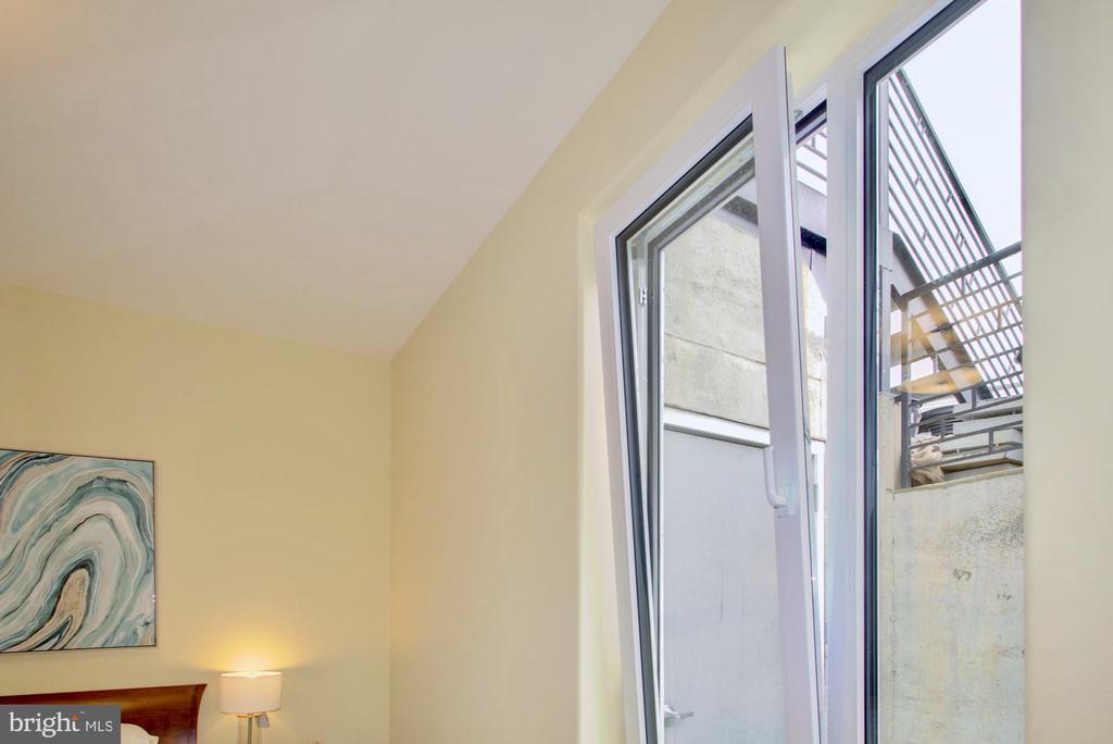 High performance ultra insulated windows - 525 MONTANA AVE NE #B, WASHINGTON