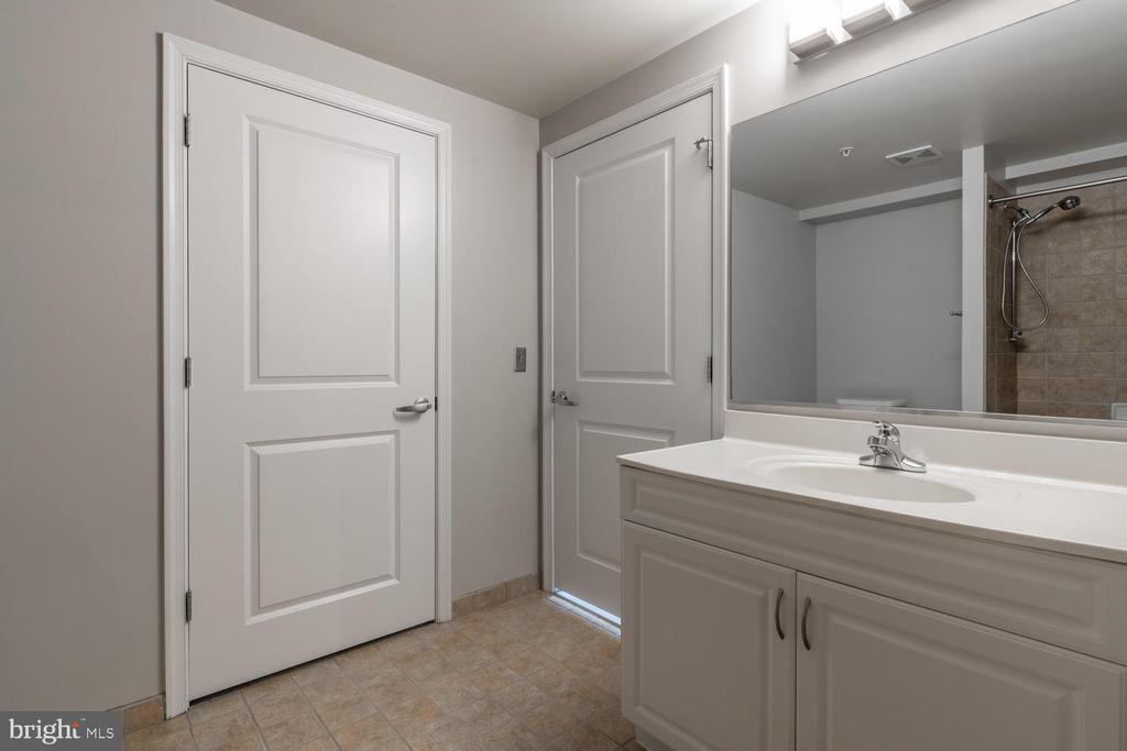 Bathroom - 555 MASSACHUSETTS AVE NW #1201, WASHINGTON