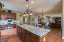 Gourmet Kitchen with upgraded lighting and fixture - 43130 MEADOW GROVE DR, ASHBURN