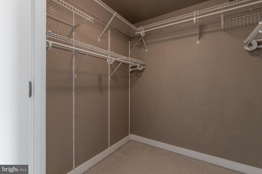 Walk-in Closet - 555 MASSACHUSETTS AVE NW #1201, WASHINGTON