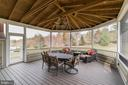 Beautiful Trex screened in porch - 43130 MEADOW GROVE DR, ASHBURN