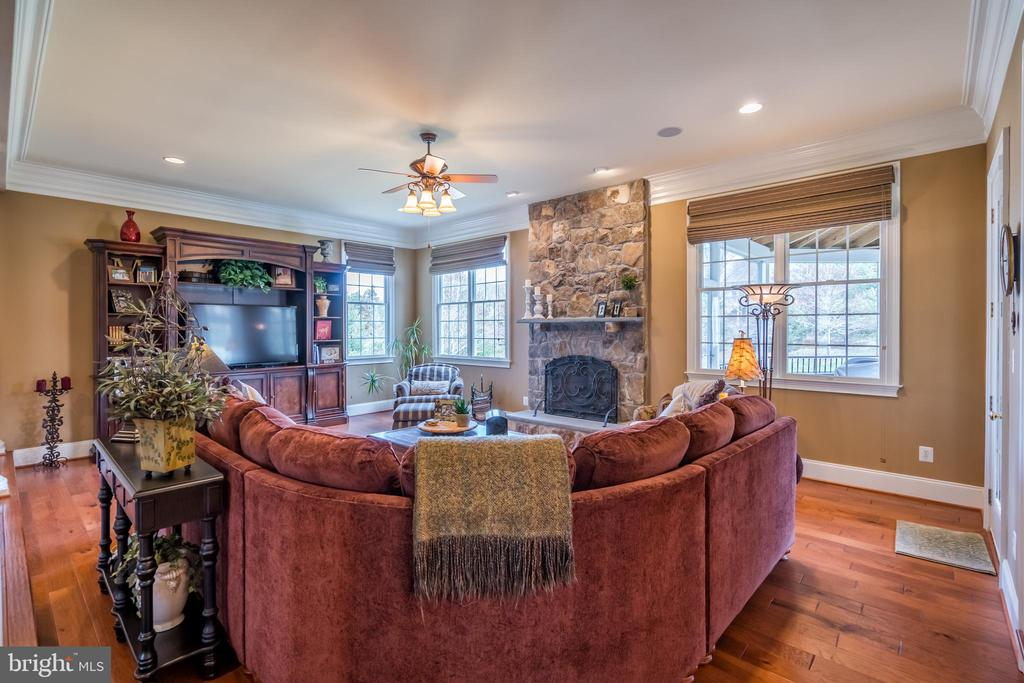 Family room with access to screened in porch - 43130 MEADOW GROVE DR, ASHBURN