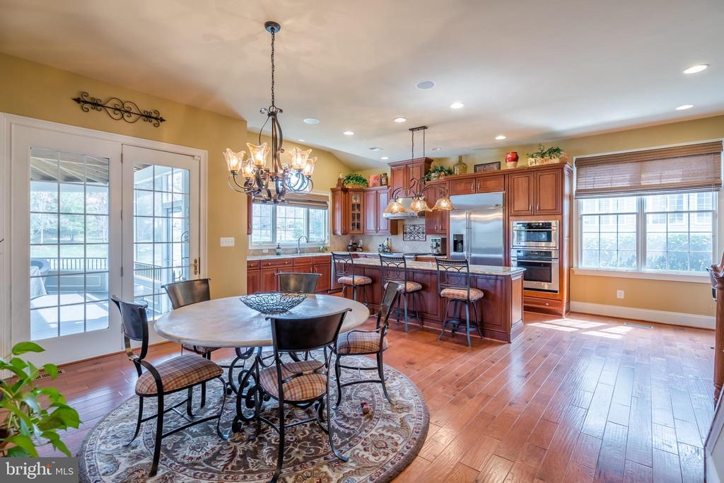 Eat in Kitchen with extra Large Island - 43130 MEADOW GROVE DR, ASHBURN