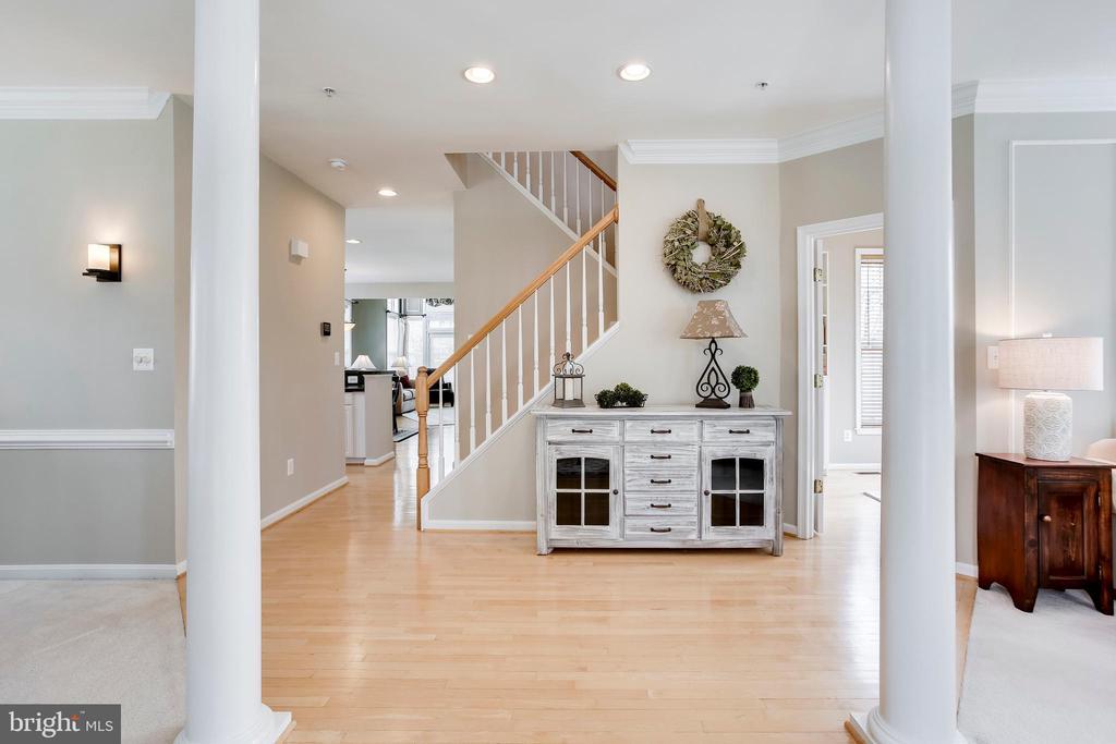Gleaming hardwood floors - 25292 RIPLEYS FIELD DR, CHANTILLY