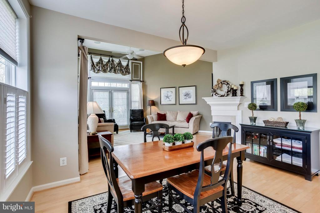 Dining space immediately off kitchen - 25292 RIPLEYS FIELD DR, CHANTILLY