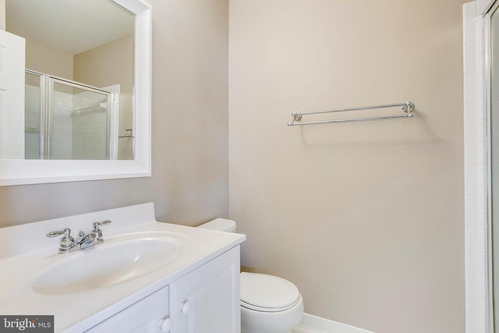 Garage suite full bathroom - 25292 RIPLEYS FIELD DR, CHANTILLY