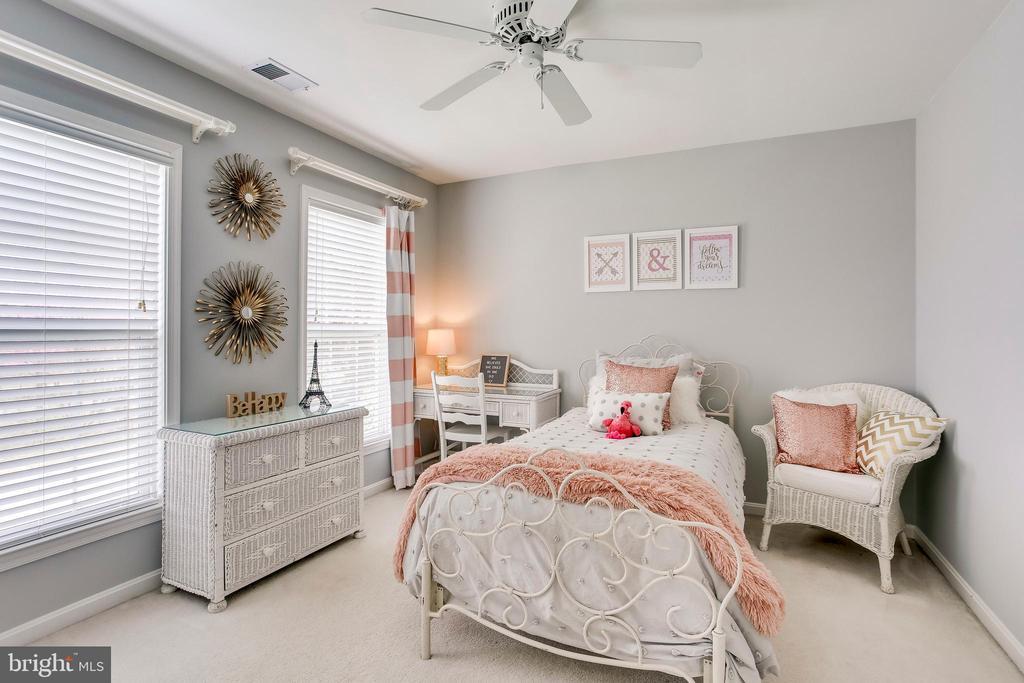 Second upper level bedroom - 25292 RIPLEYS FIELD DR, CHANTILLY