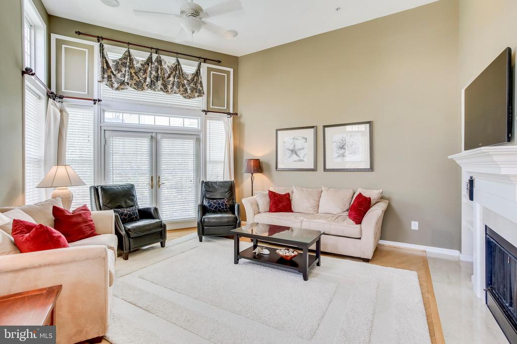 2 story family room with gas fireplace - 25292 RIPLEYS FIELD DR, CHANTILLY