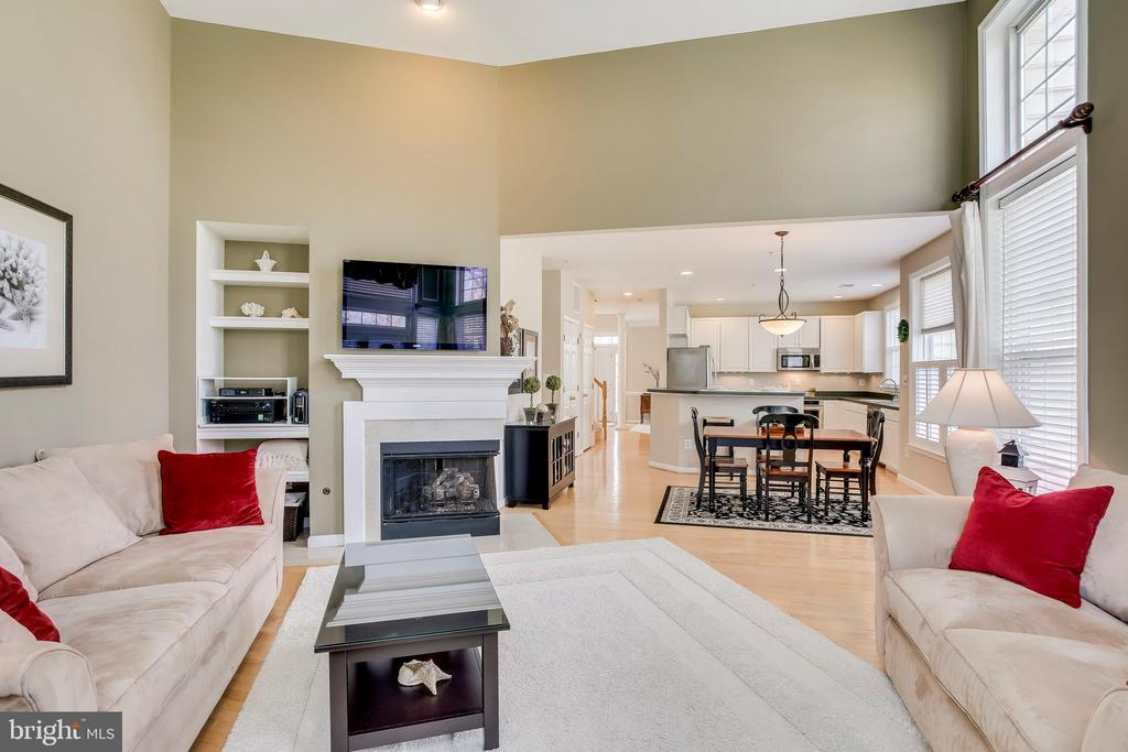Open concept family, dining and kitchen - 25292 RIPLEYS FIELD DR, CHANTILLY