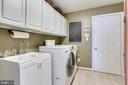Large main level laundry/mud room - 25292 RIPLEYS FIELD DR, CHANTILLY